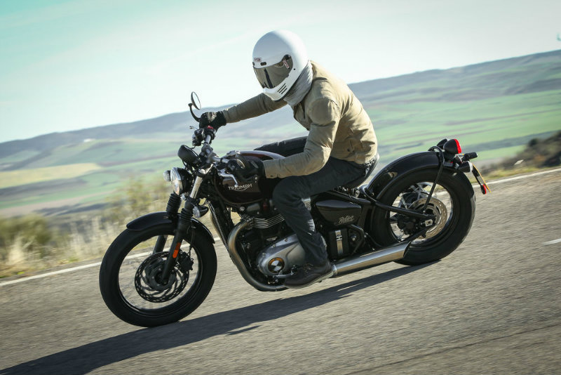 2017 bonneville bobber is everything we wished for - triumph